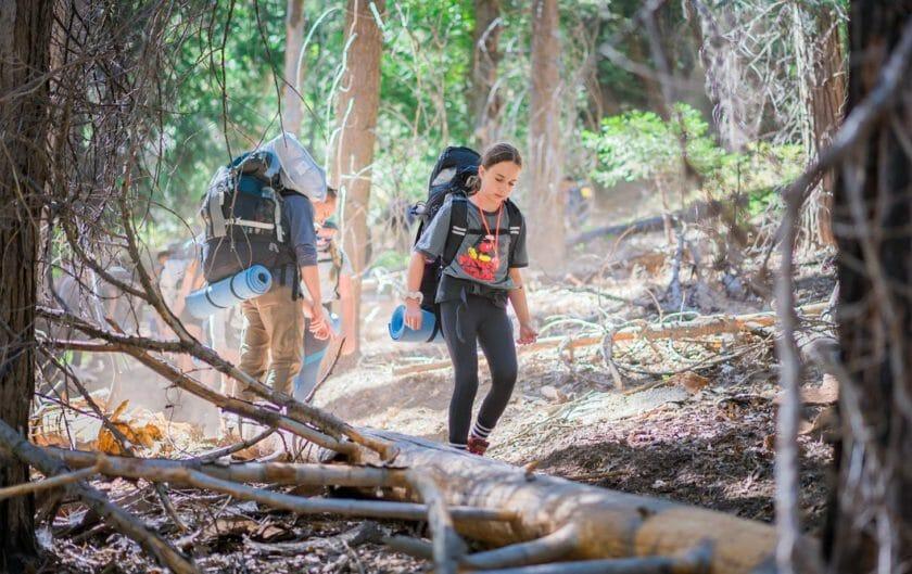 Students hike Pali Institute trail